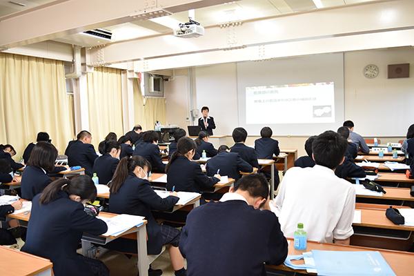 国際学院高校1年生の大学見学会を実施しました。